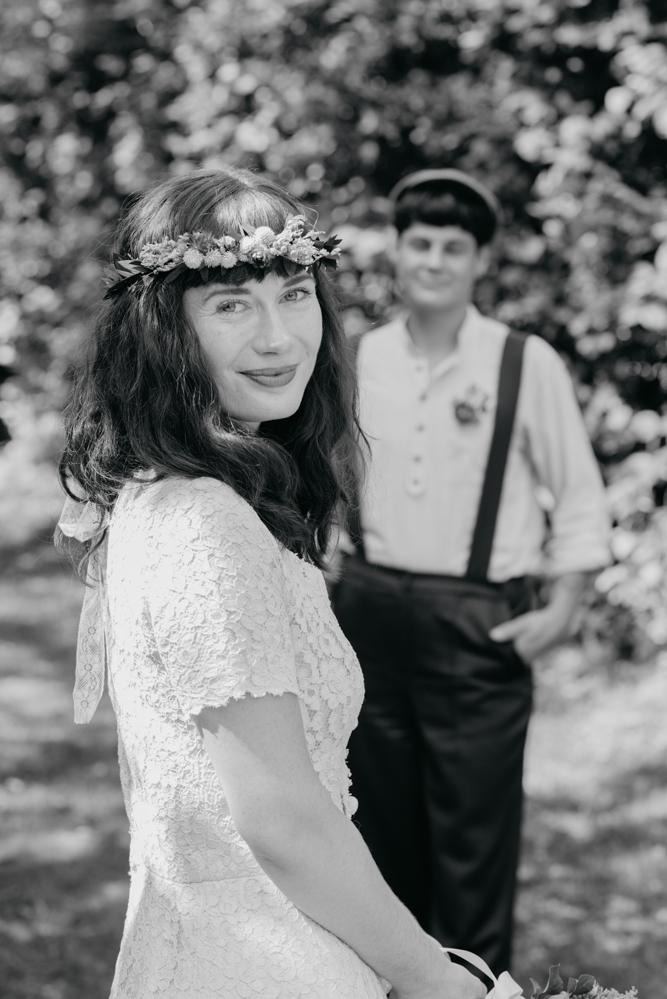 hochzeitsfotografin-wien-pressbaum-villakunterbunt-weddingphotographer-austria-vienna-wewillweddings-10 Hochzeitsfotografin Niederösterreich | Antonia & Cynthia | Villa Kunterbunt