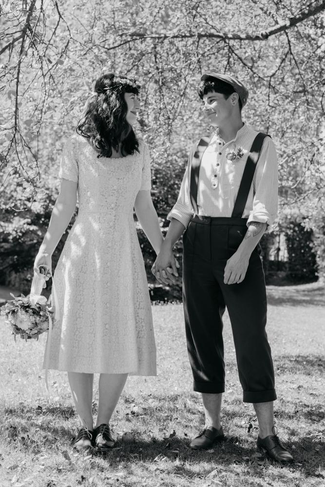 hochzeitsfotografin-wien-pressbaum-villakunterbunt-weddingphotographer-austria-vienna-wewillweddings-4 Hochzeitsfotografin Niederösterreich | Antonia & Cynthia | Villa Kunterbunt