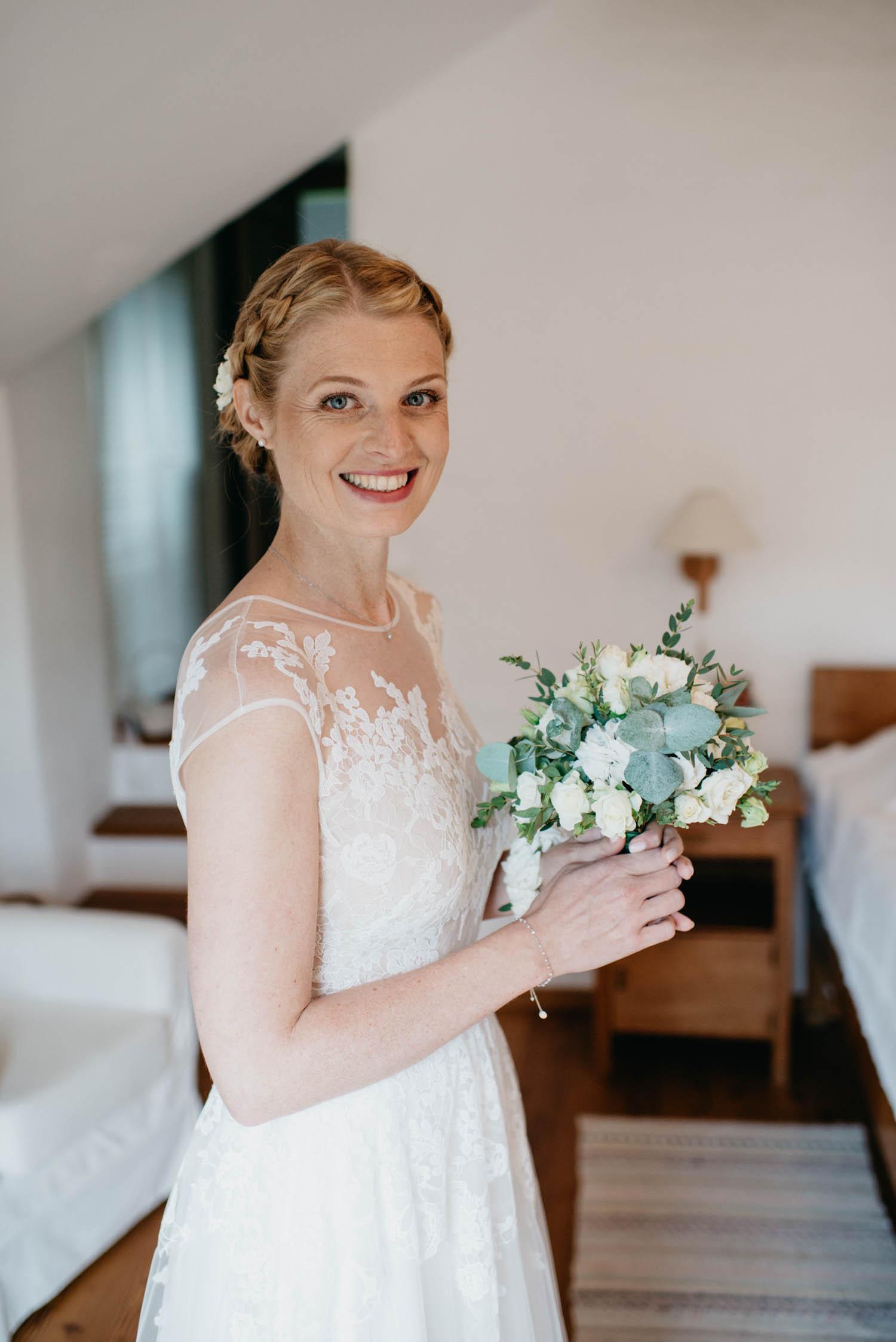wewillweddings-hochzeitsfotografen-schloss-altenhof-wien-tirol-__sterreich-manuelamichael-77 Hochzeitstipps Teil 1 - Das Getting Ready
