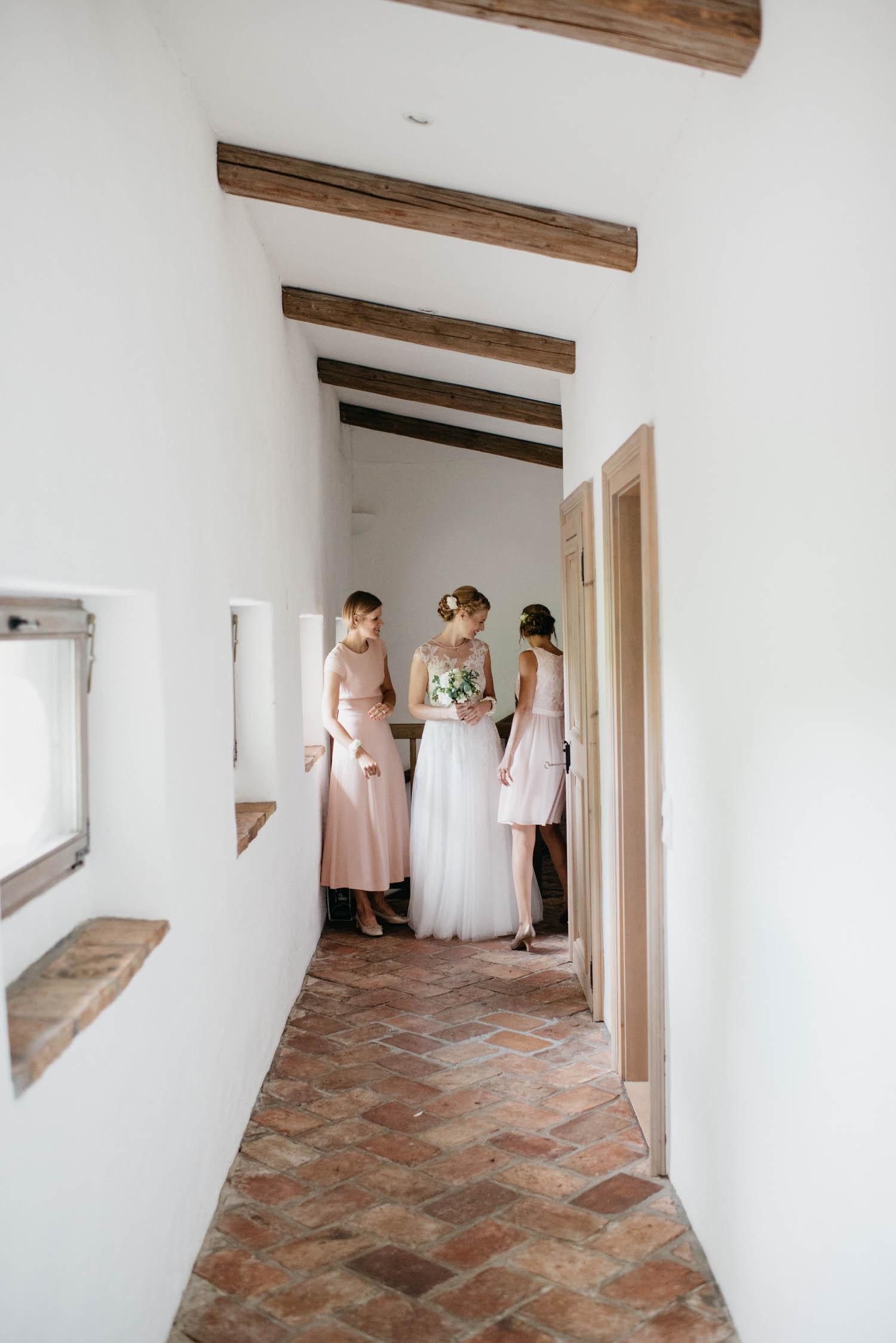 wewillweddings-hochzeitsfotografen-schloss-altenhof-wien-tirol-__sterreich-manuelamichael-85 Hochzeitstipps Teil 1 - Das Getting Ready